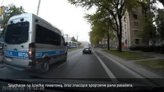 Policja spycha z pasa a potem wyprzedza na przejściu dla pieszych