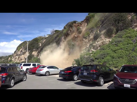 Man Captures Mountain Side Collapsing in Malibu (видео)