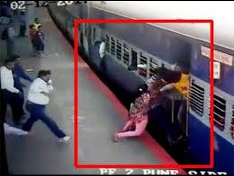 महिला को बचाने के लिए पुलिस वाले ने देखिये क्या किया | Brave Indian Soldier And Police