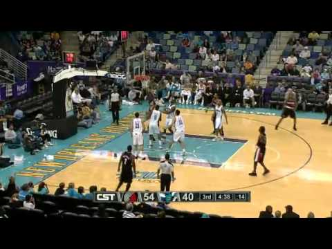 Nicolas Batum spins and scores against Hornets