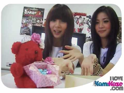 www.ilovekamikaze.com - หมีน้อยแห่งความสุข ของขวัญปีใหม่สุดน่ารักจากสองสาว Neko Jump...