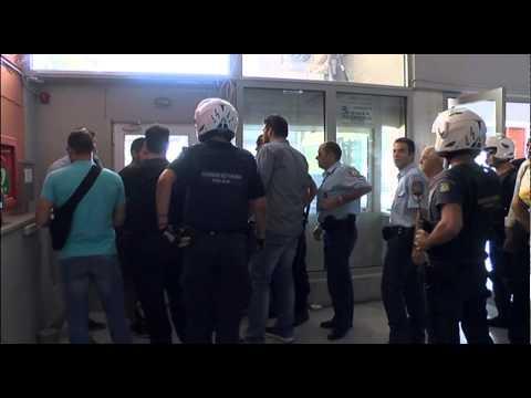 Video - Καβάλα: Ακροδεξιοί αποδοκίμασαν και πετάξαν γιαούρτια στον Κικίλια [vds]