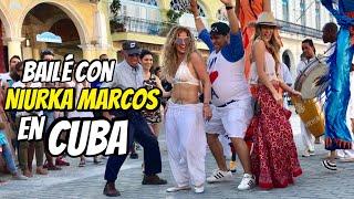 Visitando Cuba tuve la oportunidad de andar por toda la Habana y bañarme en Varadero, pero también en la vieja Habana baile con Niurka Marcos. compra ...