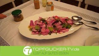 Wildkräutersalat mit Rosenblättern, Erzgebirgischen Pfirsichdressing und sächsischem Safran Salz