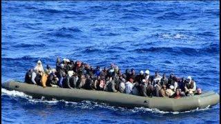 Os países com maior número de refugiados são Síria, Afeganistão, Sudão do Sul e Somália, e os países que mais os recebem são Turquia, Paquistão, Líbano, Irã, Uganda, Etiópia e Jordânia, países não desenvolvidos (veja mais abaixo).O número de refugiados e deslocados no mundo atingiu 65,6 milhões de pessoas no ano passado, um crescimento de 300 mil na comparação com 2015, segundo o Relatório Global Sobre Deslocamento Forçado em 2016, divulgado pelo Acnur.Desse total, 10,3 milhões foram forçadas a deixar seus lares pela primeira vez (15,7%) e metade são crianças. Crianças que viajavam sozinhas ou separadas de seus pais pediram cerca 75 mil solicitações de refúgio só no ano passado.A guerra na Síria, que já dura 6 anos, é a causa do maior fluxo de refugiados do planeta. São 5,5 milhões de pessoas que deixaram o país em busca de um local mais seguro, segundo o relatório do Acnur.O relatório também faz um alerta para o elevado número deslocamentos internos: 6,9 milhões de pessoas forçadas a se deslocar dentro dos seus próprios países. A Síria, Iraque e Colômbia são os países com maior número de refugiados internos.Segundo o porta-voz do Acnur no Brasil, os dados podem indicar uma tendência de aumento do fluxo de refugiados no futuro, pois esses deslocamentos internos mostram que as pessoas tentam ficar nos países onde nasceram antes de se refugiar em outros países.