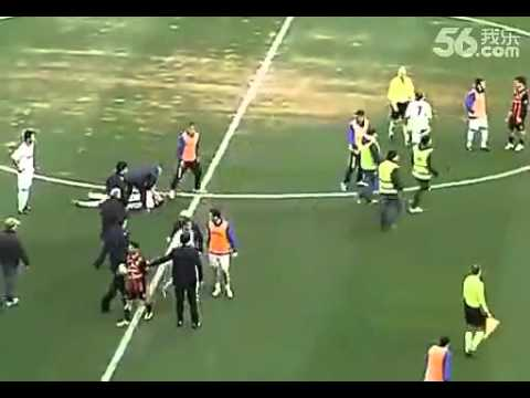 足球史上最無恥缺德的進球!遭對方全隊爆走追打!