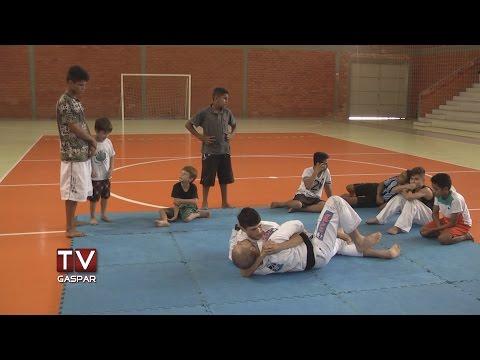 Projeto em Gaspar oferece aulas de Jiu-Jitsu e Luta Olímpica de graça