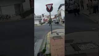 Vehículo incendiado y descontrolado tras desbloqueo del freno de mano