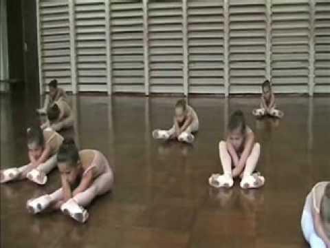 Фрагмент урока в балетной школе