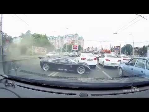 Британский спорткар попал в аварию в Краснодаре