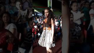 Barra do Choça: desfile com roupas feitas com materiais recicláveis