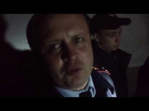Жильцы дома №76 по улице Лизы Чайкиной с помощью работника полиции отстояли свой подвал от «захватчиков». В подвале дома организован блокпост!