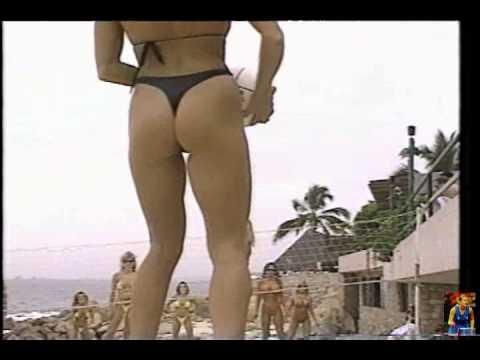 1990′s Bikini models having fun