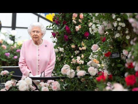 Queen Elizabeth bestaunt die Chelsea Flower Show