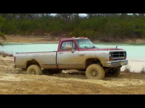 Big Trucks Mudding