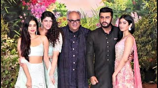 Video Boney Kapoor With His Kids At Sonam Kapoor Wedding Reception MP3, 3GP, MP4, WEBM, AVI, FLV Mei 2018