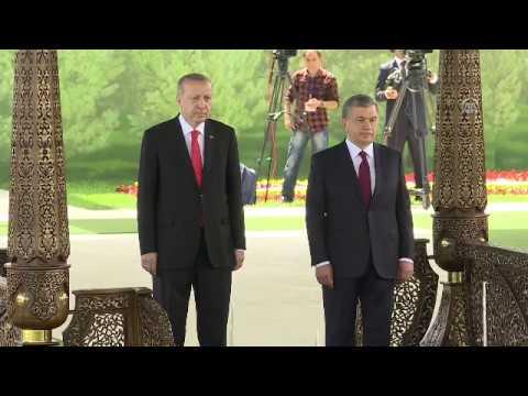 Вот так встретили президента Эрдогана в Узбекистане (видео)