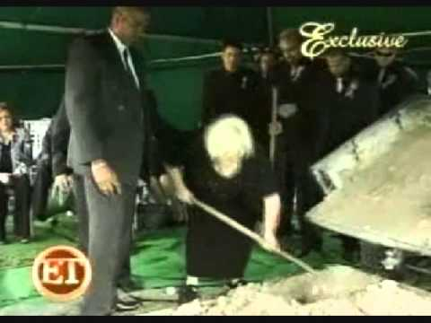 Anna Nicole smith's mother disrespects Anna at her own funeral
