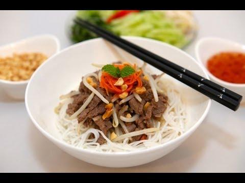 Vietnamese Dish: Stir Fry Lemongrass Beef with Rice Noodles – Bun Bo Xao