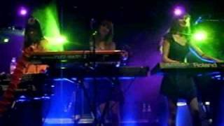 Au Revoir Simone - dark halls - live in Paris