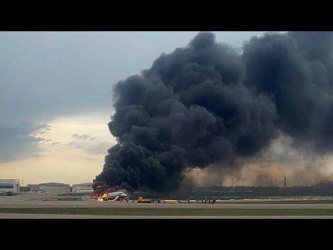 Προσγειώθηκε φλεγόμενο αεροπλάνο στη Μόσχα