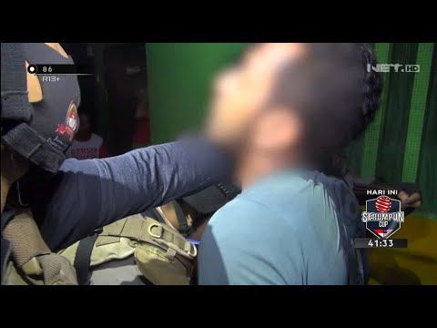 Nekat! Pria ini Kabur Bonceng Tim Pemburu Preman & Rebut Senjata - 86