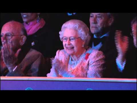 Посмотрите ребята как наши казаки отжигают, а Англицкая королева лыбится.