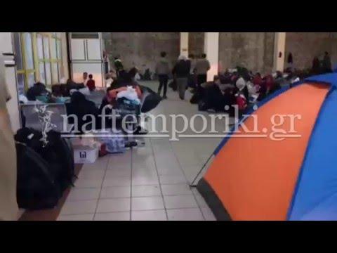 Πρόσφυγες διαμένουν προσωρινά στον Πειραιά