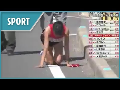 Relay runner breaks her leg and crawls to teammate
