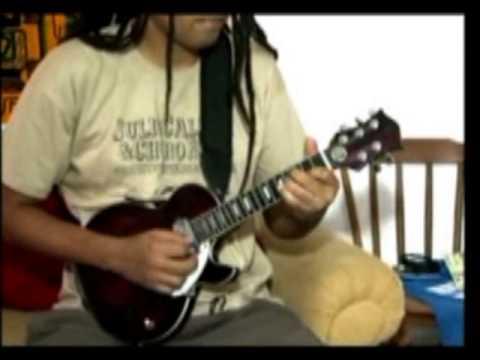 Guitarra baiana é tema de carnaval de Salvador