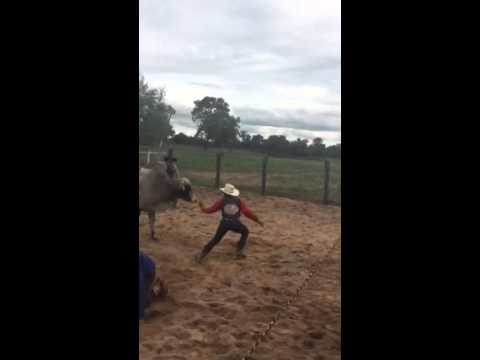 Rodeio em Matrinchã-GO cia de touro Clayton Teodoro