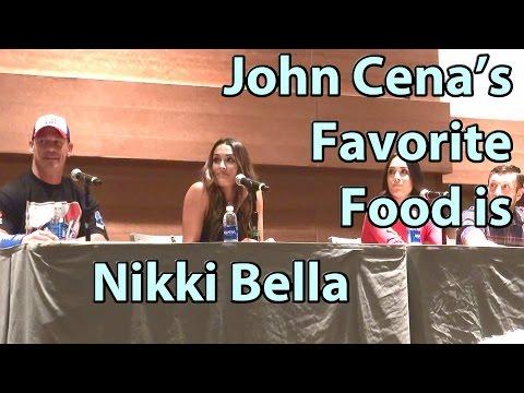 現場小朋友問John Cena最喜歡吃的食物是什麼?他一句「超狂回覆」讓老婆嬌羞+全場笑炸!