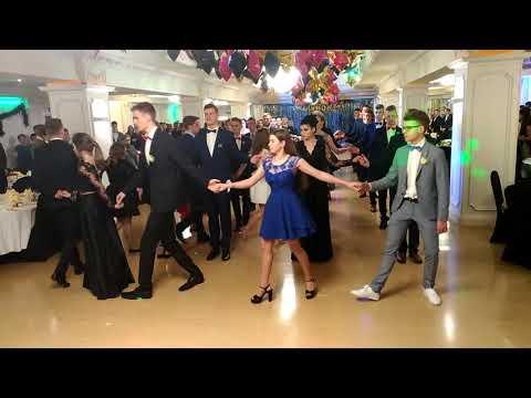 Wideo1: Polonez w wykonaniu uczniów I LO w Rawiczu