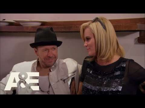 Wahlburgers: Paul Makes Clams for Donnie and the Band (Season 2, Episode 4) | A&E
