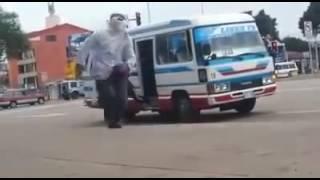BROMA DE TERRORISTA EN SANTA CRUZ BOLIVIA COLECTIVO LINEA 72