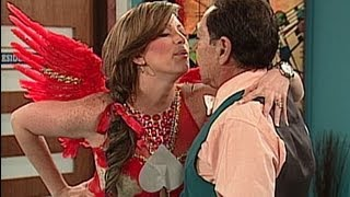 A Que Te Ríes - Navarrete Y Sabrina Vestida De Cupido