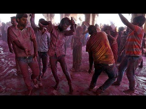 Γιορτή των Χρωμάτων: Η Ινδία γιορτάζει τον ερχομό της άνοιξης