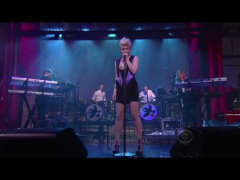 Saturday Night Live Sweden - robyn dancing on my own late night david letterman © cbs worldwide pants @ihohlin /twitter.