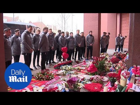 Liverpool squad lay wreaths on 30th anniversary of Hillsborough