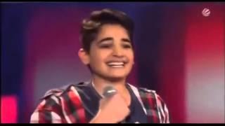 طفل مغربي يهبل الحكام والجمهور ويجعلهم يرقصون بشكل هستيري في برنامج ذا فويس