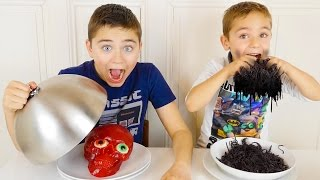 Video REAL VS GUMMY FOOD CHALLENGE EXTRÊME  - Vraies Choses, Nourriture ou Bonbons ? MP3, 3GP, MP4, WEBM, AVI, FLV Mei 2017