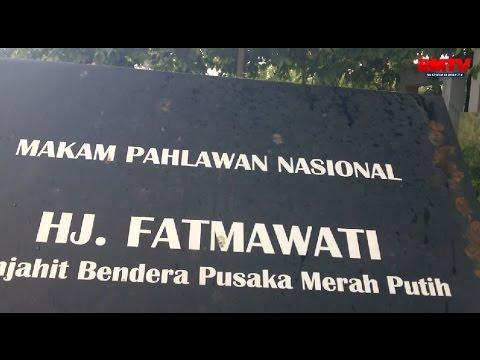 Tabur Bunga di Makam Ibu Fatmawati