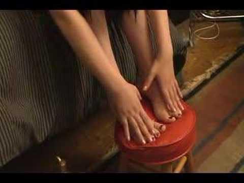 sexy Asian Dominatrix rubs oil on Her legs & feet (видео)