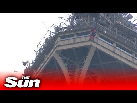 Video - Εκκενώθηκε ο Πύργος του Άιφελ όταν άνδρας άρχισε να σκαρφαλώνει