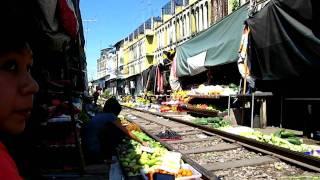 Samut Songkhram Thailand  City new picture : Maeklong Train Market Samut Songkhram, Thailand