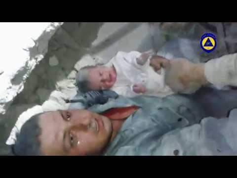 رضيعة تنجو من قصف البراميل، شاهد عيان حلب