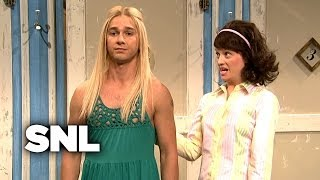 Girls Trying on Clothes - Saturday Night Live