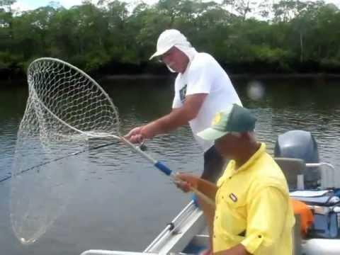 Tuti pesca Robalo de 19,800kg em Cananéia.
