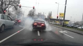 Nudziło mu się na światłach! Palenie gumy 700 konną Toyotą Suprą w Gdyni!