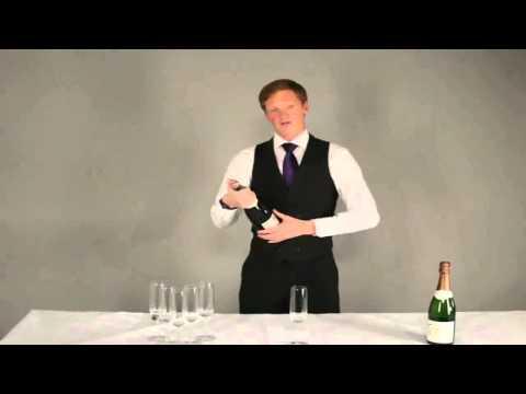 Học cách mở và rót rượu Champagne chuyên nghiệp